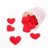 心脏长毛绒手工制造在纸杯 库存照片