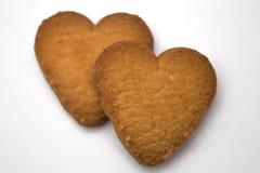 以心脏-爱的标志的形式两个曲奇饼 免版税图库摄影