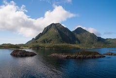 必须看自然吸引力 海湾和沉寂国家公园突出Norways平静的质量 海湾仍然类似 免版税库存图片