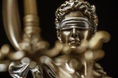 忒弥斯雕象正义称法律律师概念 库存图片