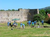 志愿者,考古学挖掘 免版税库存照片