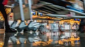 忙碌天在机场 免版税库存照片