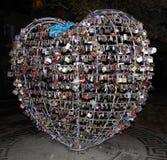 忠实的心脏象征性地关闭了城堡 免版税库存图片