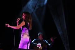 忧伤女性Singer_Music_活Concert_Woman_Guitar 免版税库存照片
