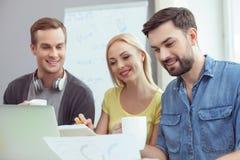 快乐的三个同事研究项目 免版税图库摄影