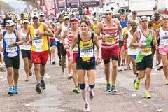 快乐的享用Marathon同志的赛跑者和观众 图库摄影