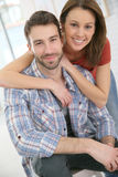 快乐的夫妇在家 库存图片