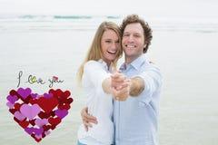 快乐的夫妇跳舞画象的综合图象在海滩的 免版税库存图片