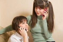 快乐的女孩电话 库存照片