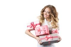 快乐的女孩的图片有礼物盒的在白色背景 免版税库存照片