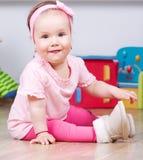 快乐的女婴 免版税库存图片