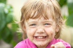 快乐的婴孩弄脏了地产 库存图片