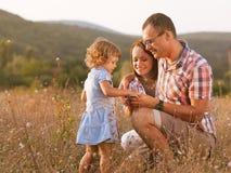 快乐的家庭。 库存图片