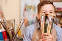 快乐的小男孩获得乐趣在学校 库存照片