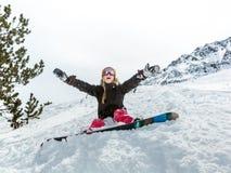 快乐的少妇挡雪板 免版税图库摄影