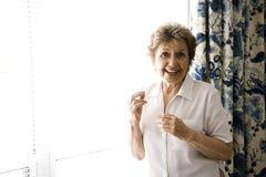 快乐的年长妇女 免版税库存照片