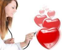 快乐的心脏科医师听的心跳 库存照片