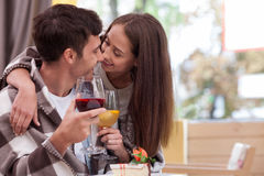 快乐的男朋友和女朋友休息  免版税库存照片