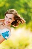 快乐的窥视纵向妇女年轻人 免版税图库摄影