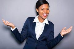 快乐的非洲女实业家 免版税图库摄影