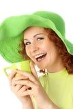 快乐的饮用的女孩茶 免版税库存图片