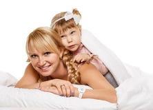 快乐的系列 女儿小的母亲纵向 免版税库存照片