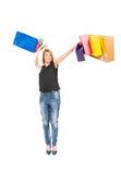 快乐的购物妇女投掷的购物袋 免版税图库摄影