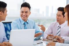 快乐的经理在会议上 免版税库存照片