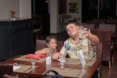 快乐的滑稽的孩子庆祝假期 库存图片