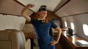 快乐跳舞里面私人喷气式飞机客舱的空中小姐 影视素材