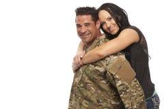 快乐年轻夫妇拥抱 免版税图库摄影