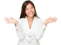快乐年轻女实业家耸肩 免版税库存照片