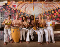 快乐Capoeira队唱歌 免版税图库摄影