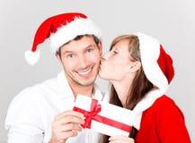 快活圣诞节的夫妇 免版税库存图片