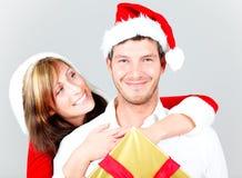 快活圣诞节的夫妇 免版税图库摄影