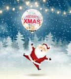 快活的圣诞节 有大透明现实气球五彩纸屑的圣诞老人在雪场面 冬天圣诞节森林地风景wi 免版税库存照片