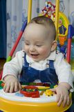 快活的婴孩 免版税库存照片