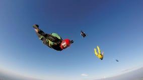 快的下潜的跳伞运动员 免版税库存图片