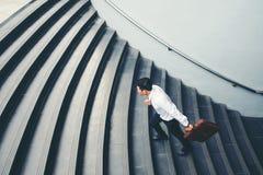 快速地跑在楼上成功概念的商人成长 免版税图库摄影