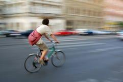 快速地骑自行车 免版税库存图片