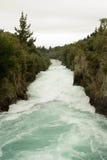 快速流动的河 免版税库存照片