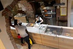 快餐意大利意大利马尔什地区餐馆 库存图片