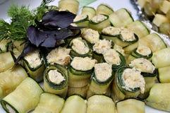 快餐用食物在黄瓜滚 免版税库存照片