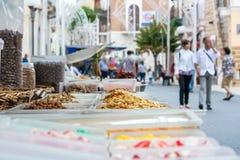 快餐销售在一个摊位的在受护神期间 免版税库存图片