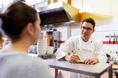 快餐餐馆文字顺序的厨师 免版税库存照片
