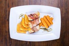 快餐;菜;开胃菜;食物;沙拉;芯片;膳食;素食主义者 图库摄影