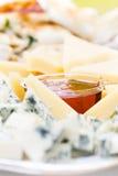 快餐Dor青纹干酪和蜂蜜 乳酪开胃菜用蜂蜜ma 免版税图库摄影