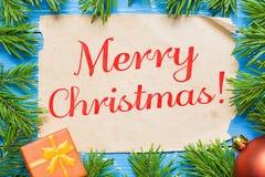 快活圣诞节的概念 杉树和葡萄酒纸 免版税库存图片