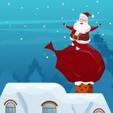 快活的圣诞节 圣诞老人坐袋子在烟囱的礼物在屋顶 圣诞节新年好 免版税库存照片