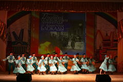 快活的欢乐俄国民间舞 芭蕾舞蹈艺术仿照民间假日Maslenitsa样式 库存图片